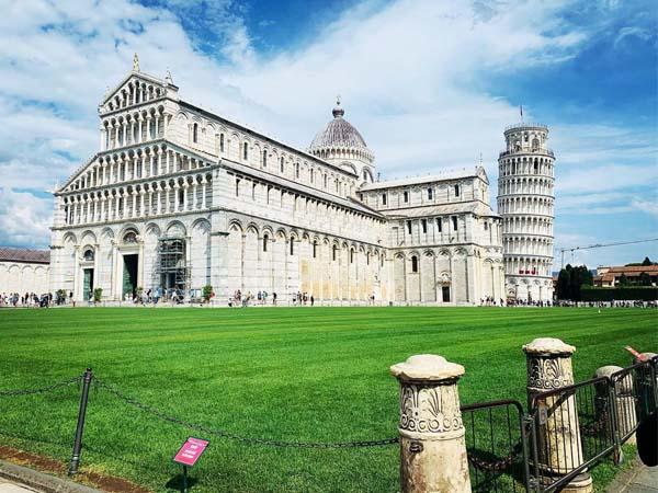 Foto de Catedral y Torre de Pisa