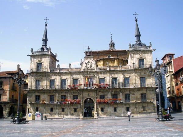 Antiguo Consistorio o Edificio Mirador de León - Lugar que ver en León un día.