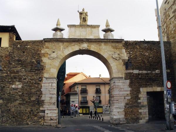 Arco de la Cárcel de León - Sitio que visitar en León - Ilutravel.com