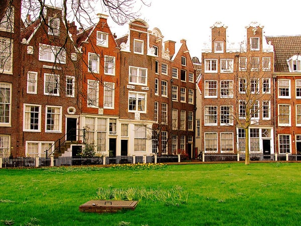 Begijnhof de Ámsterdam - Qué ver en Amsterdam en 3 días - Ilutravel.com