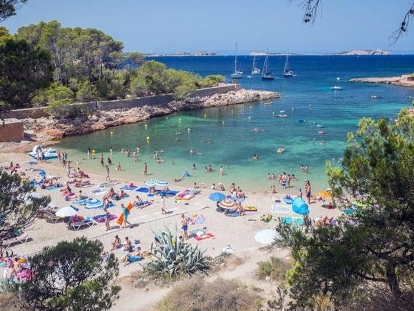 Cala Gracioneta de Ibiza - Ver Ibiza de turismo - Ilutravel.com