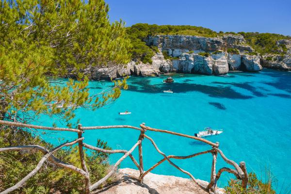 Cala Macarelleta de la Isla de Menorca - Lugares de interés que viistar en Menorca - Ilutravel.com