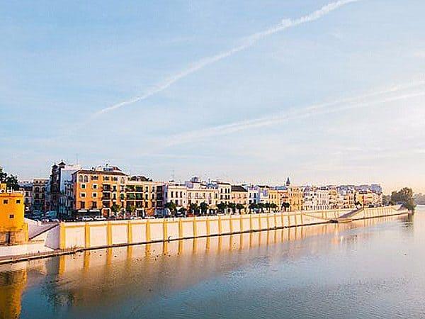 Calle Betis de Sevilla - Ilutravel.com