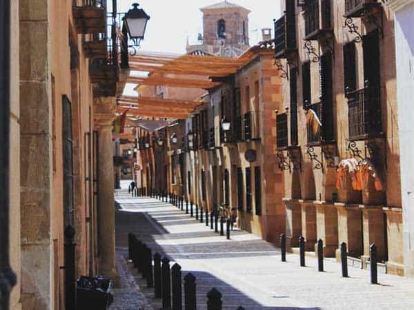 Calle Cervantes Villanueva de los Infantes - Sitios para visitar en Villanueva de los Infantes en un día - Ilutravel.com