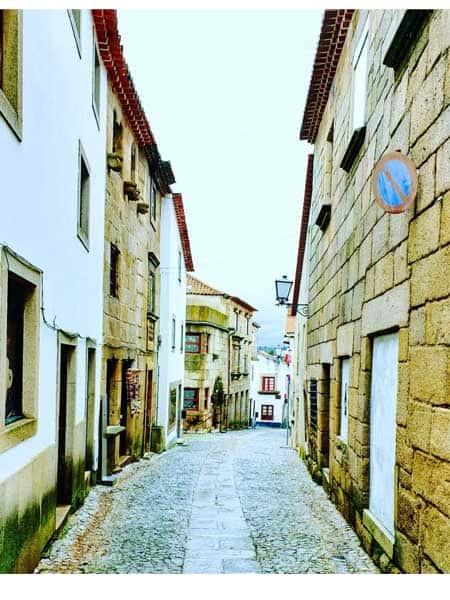Calle Costaniha de Miranda do Douro - Lugares para visitar en Miranda do Douro - Ilutravel.com