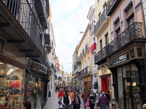 Calle Sierpes de Sevilla - Sitio que visitar en 2 días - Ilutravel.com