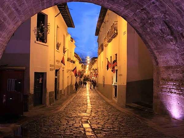 Calle la Ronda Quito - Visitar Quito de turismo - Ilutravel.com
