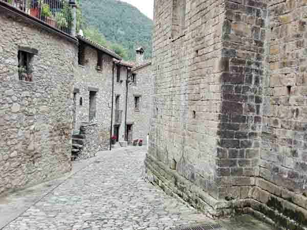 Calles de Beget - Ver Beget en un día - Ilutravel.com