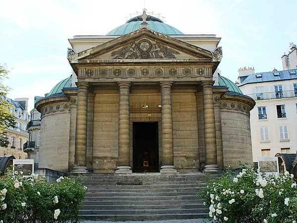 Capilla expiatoria Paris - Turismo en París todo lo que conocer en 3 días - Ilutravel.com