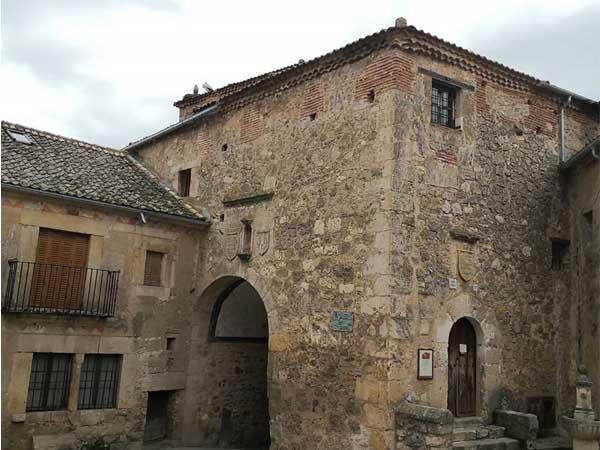 Carcel de la Villa Pedraza - Ver Pedraza haciendo turismo en un día - Ilutravel.com
