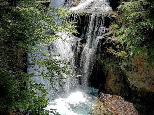 Cascada de la Cueva de Torla Ordesa - Sitios que ver en Torla Ordesa de turismo - Ilutravel.com