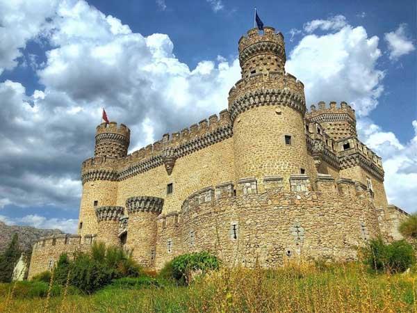 Castillo Nuevo Manzanares el Real - Qué ver en MAnzanares el Real - Ilutravel.com