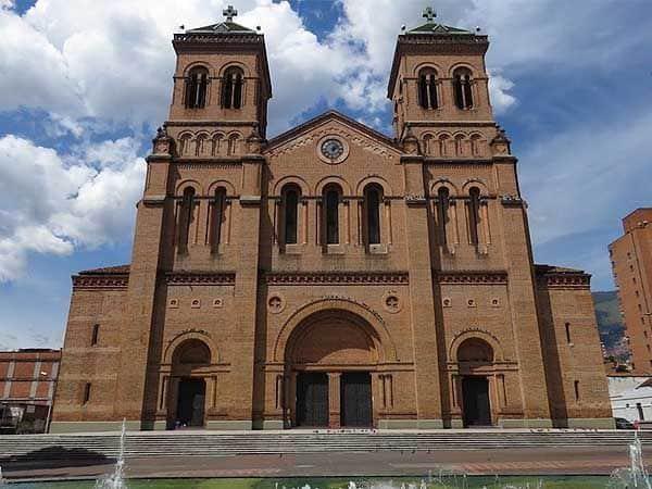 Catedral Metropolitana Medellin - Turismo por Medellín lugares de interés - Ilutravel.com