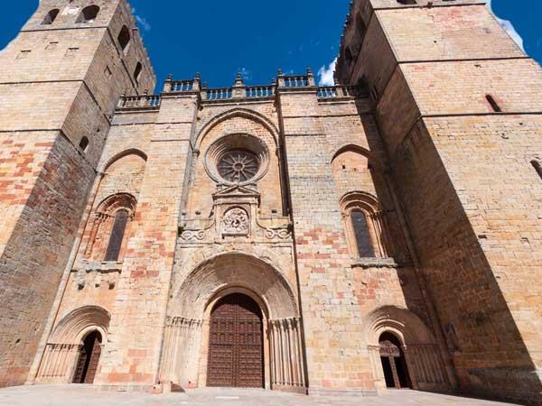 Catedral Santa Maria Siguenza - Qué ver en Sigüenza en un día - Ilutravel.com