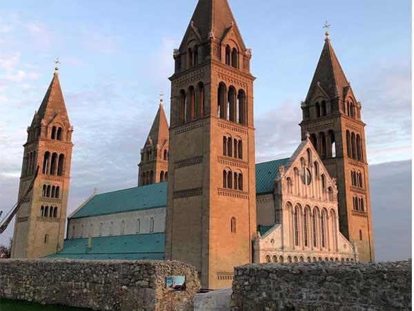 Catedral basílica de San Pedro y San Pablo de PEcs - Que visitarCatedral basílica de San Pedro y San Pablo de PEcs - Que visitar de turismo en un día en Pecs - Ilutravel.com
