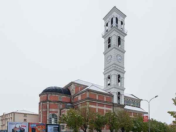 Catedral de la Santa Madre Teresa de Kosovo Prishtina - Ver PRistina en un día - Ilutravel.com