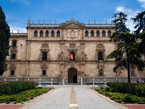 Colegio Mayor San Idelfonso de Alcalá de Henares - lugar que visitar de interés en Alcalá de Henares - Ilutravel.com