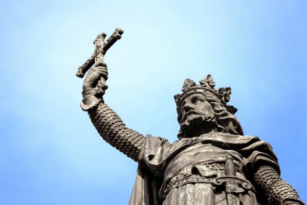 Estatua de Pelayo Gijón que ver en un día