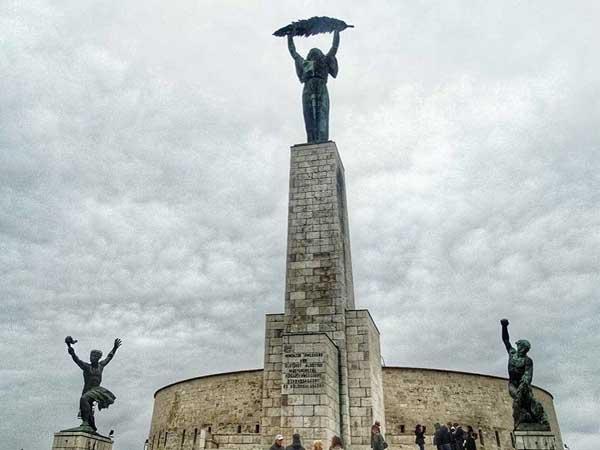 Estatuta Libertad Budapest - Sitios para ver en Budapest durante 3 días - Ilutravel.com