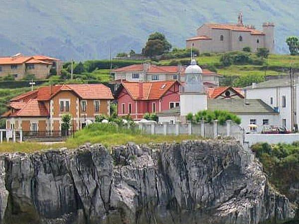 Faro San Antón de llanes - sitio que visitar de turismo por Llanes - Ilutravel.com