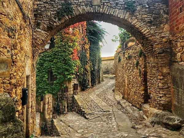 Calles de Peratallada - Sitios originales para viajar en España - Ilutravel.com