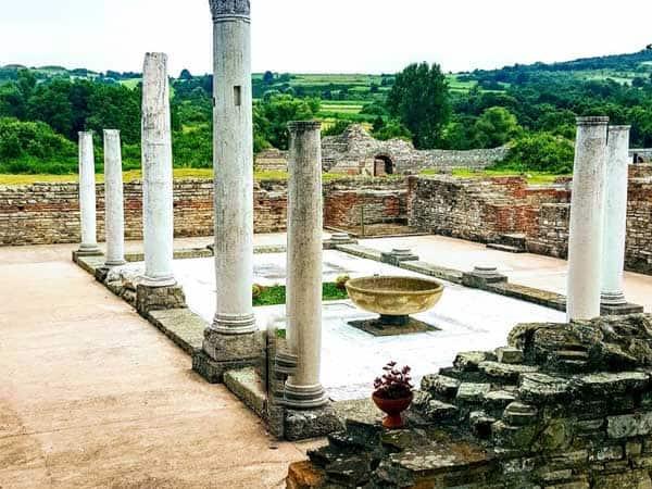 Gamzigrad Serbia - Lugares para ver en Serbia haciendo turismo - Ilutravel.com
