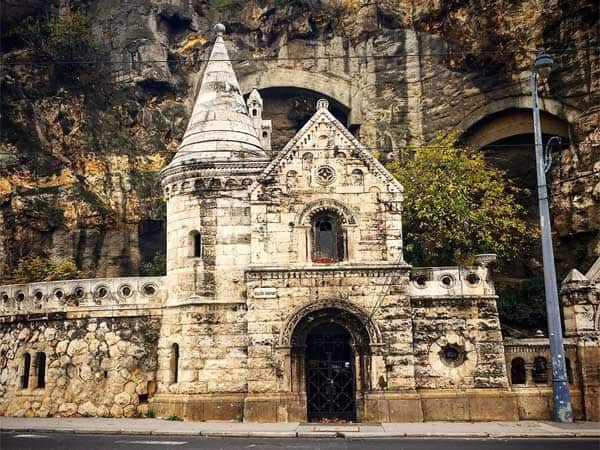 Gellert Hill Cave Budapest - Sitios más interesantes de Budapest para 3 días - Ilutravel.com