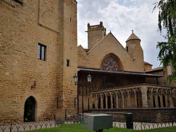 Iglesia Santa Maria la Real Olite - Visitar Olite de turismo en un día - Ilutravel.com