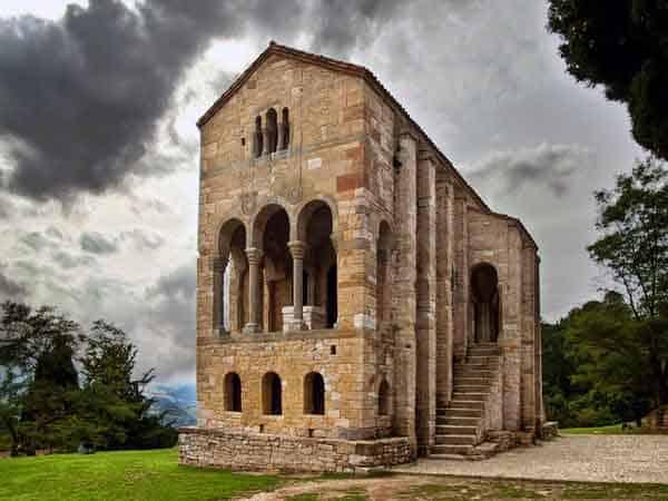 Iglesia de Santa María del Naranco - Todos los sitios de interés que ver en Oviedo - Ilutravel.com