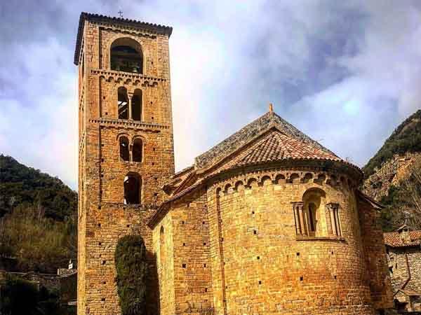 Iglesia de Sant Cristòfol de Beget - Sitios qué ver en Beget - Ilutravel.com