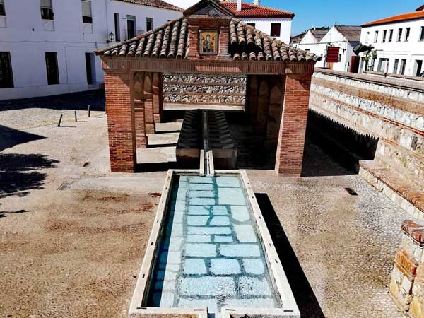 Lavaderos Plaza Gruta Maravillas de Aracena - Lugares de interés turístico de Aracena - Ilutravel.com