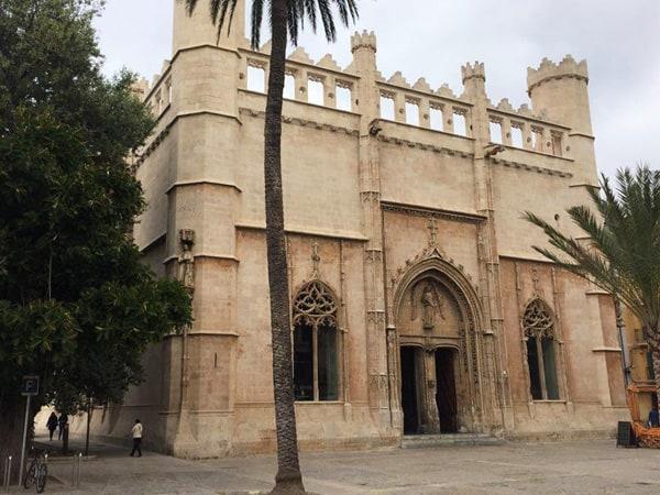 Lonja de Palma de Mallorca - Visitar Palma de Mallorca en un día - Ilutravel.com