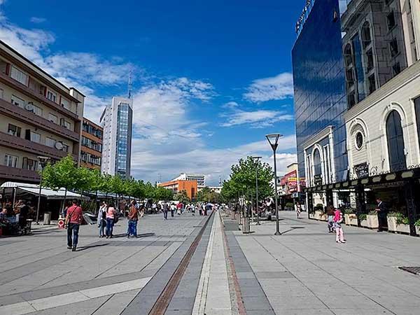 Madre Teresa Boulevard Pristina - Ver Pristina en un día - Ilutravel.com