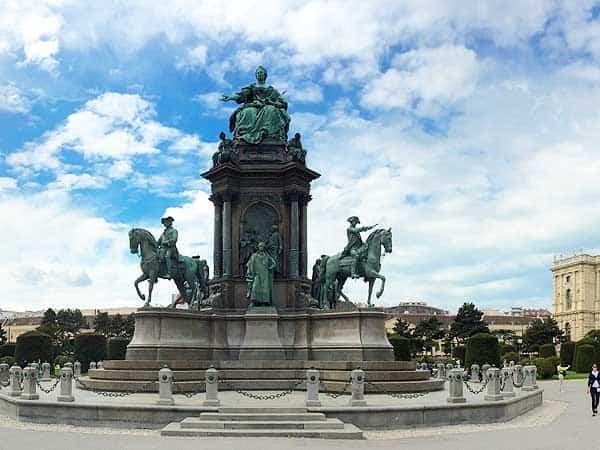 Maria Theresien Platz Viena - Ver Viena de turismo en 2 días -Ilutravel.com