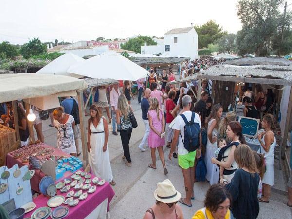 Mercado Artesano de la Mola de Formentera - Sitios que ver en Fomentera - Ilutravel.com