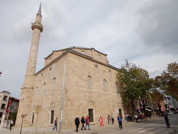 Mezquita Fatih Pristina - Lugares para visitar - Ilutravel.com