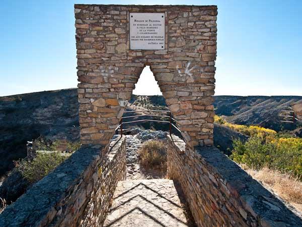 Mirador de Félix Rodríguez De la Fuente de Siguenza - Ver Sigüenza de turismo en un día - Ilutravel.com