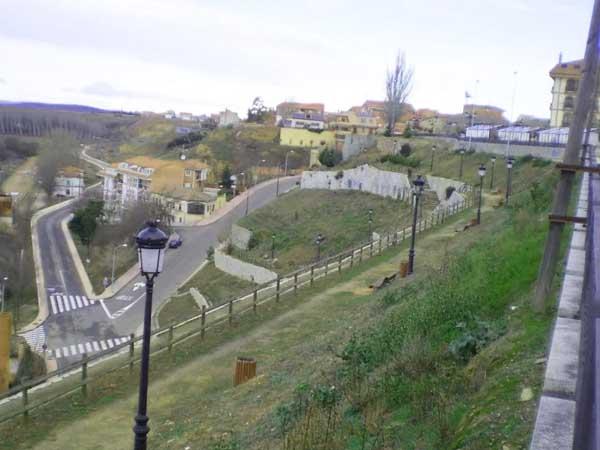 Mirador de la Mota Benavente - Lugares de interés que ver en Benavente para un día - Ilutravel.com