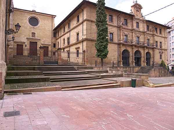 Monasterio de San Pelayo de Oviedo - sitios para visitar en Oviedo - Ilutravel.com