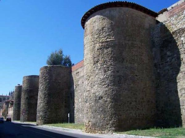 Murallas Romanas de León - lugar que ver en León - Ilutravel.com