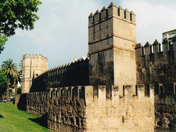 Murallas de Sevilla Almohade que visitar en dos días - Ilutravel.com