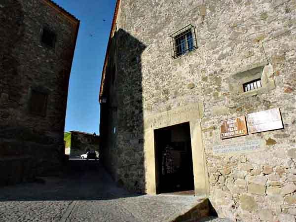 Museo del Traje de Trujillo - Visitar Trujillo en un día de viaje - Ilutravel.com