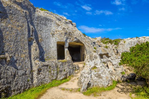Necrópolis de Cala Morell de Menorca - Lugares de interés turístico de Menorca - Ilutravel.com