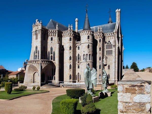 Palacio Episcopal de Astorga diseñado por Gaudi lugar que ver