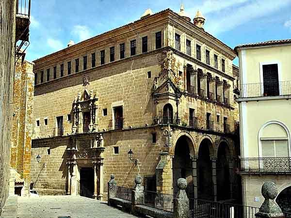 Palacio de San Carlos de Trujillo - Sitios de interés para viajar en Trujillo - Ilutravel.com