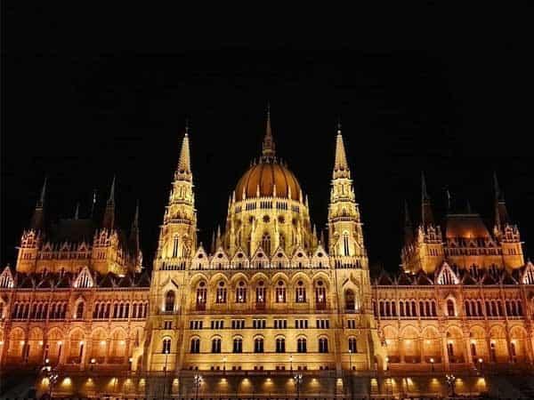 Parlamento Budapest - Qué ver en Budapest de viaje - Ilutravel.com