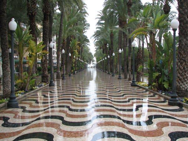 Paseo de la Explanada de Alicante - Qué ver en un día en Alicante - Ilutravel.com
