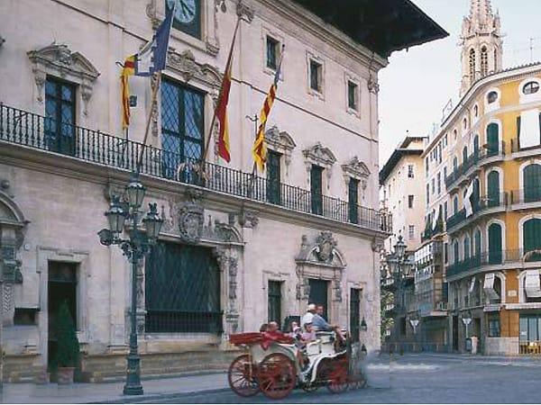 Placa Corts de Palma de Mallorca - Visitar Palma de Mallorca - Ilutravel.com
