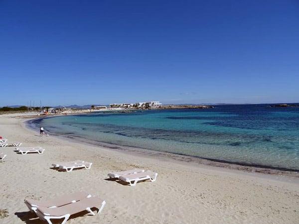 Playa de Es Pujols de Formentera - Ver Formentera de turismo - Ilutravel.com
