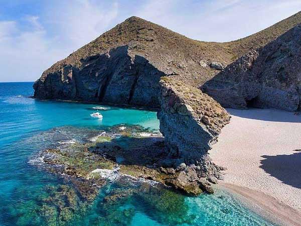 Playa de los Muertos - Ver Mojácar en un día - Ilutravel.com